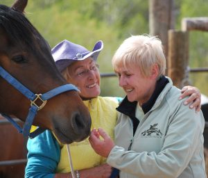 Linda Tellington Jones and Robyn Hood enjoy a moment with a bay horse
