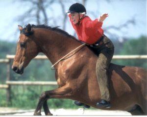 Linda tellington Jones rides bareback and bridle less